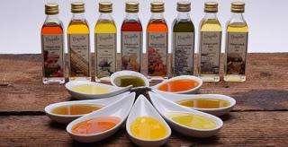 A hidegensajtolt olajok vitaminokat és ásványi anyagokat tartalmaz,segít a betegségek megelőzésében