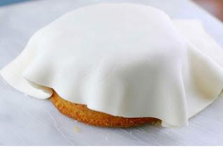 Fehér cukor torta bevonó