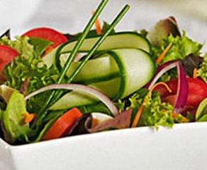 A saláták illóolajos dresszingekkel  a legfinomabb ízeket érheted el.Nyári grillezéshez nélkülözhetetlen