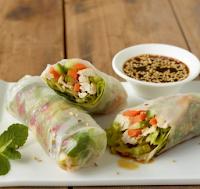Friss saláta,zöldségek rizspapírba csomagolva